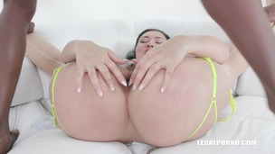 Vanessa Vaughn comes back to get fucked like a bitch IV373 small screenshot