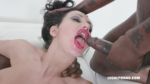 Laura Fiorentino comes to get fucked like a bitch & drinks african champagne IV447 small screenshot